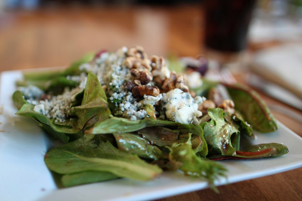 Spinach & gorgonzola salad